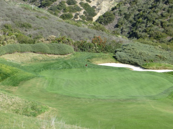Par 3 4th-the first look down into the gorge at a majestic green setting.