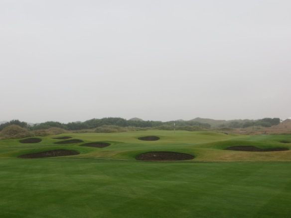 The last 9 of the 18 bunkers on the approach to the finishing hole must be avoided.