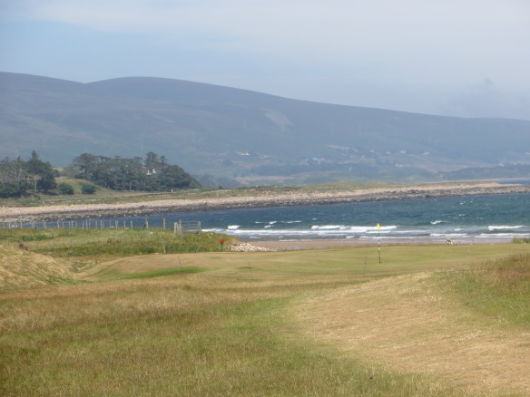The Par 3 9th binds the sea and the stunning mountain backdrop to the links.
