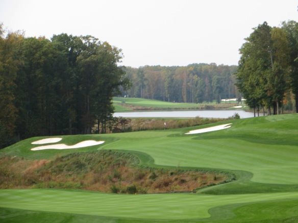 The composition of the Par 4 6th brings out the artistry in their design.