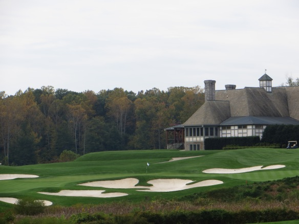The country style clubhouse dignifies the 9th green with it's presence.